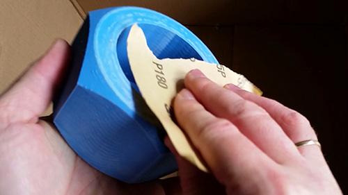 Sanding cải thiện đáng kể diện mạo của sản phẩm cuối cùng.
